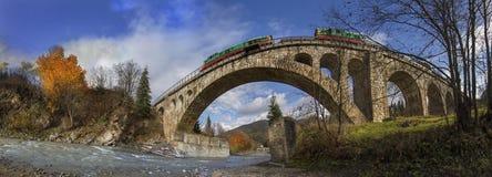 Diesel treinbrug op de Oostenrijker stock afbeelding