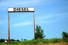 Diesel unterzeichnen Sie herein einen blauen Himmel lizenzfreies stockfoto