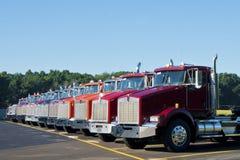 Diesel Vrachtwagens bij Klaar Stock Foto's