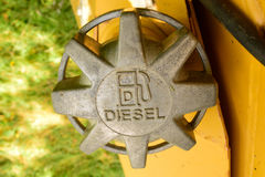 Dieselkraftstoff-Kappe auf Planierraupe Stockfotografie