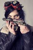 Dieselpunk de Sci fi o muchacha del steampunk con las gafas del aviador fotografía de archivo