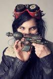 Dieselpunk de Sci fi o muchacha del steampunk con las gafas del aviador fotografía de archivo libre de regalías