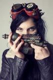 Dieselpunk Sci fi или девушка steampunk с изумлёнными взглядами авиатора стоковое изображение rf