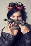 Dieselpunk Sci fi или девушка steampunk с изумлёнными взглядами авиатора стоковая фотография rf