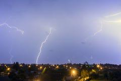Dieser Blitz über der Stadt Stockfoto