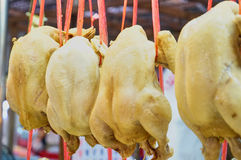 Dieses Bild ist über gekochtes Huhn im Markt, Thailand Stockbild