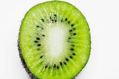 Dieses Bild ist ein Kiwifruit auf weißem Hintergrund Stockbilder