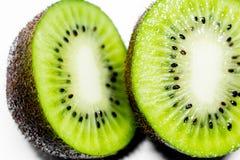 Dieses Bild ist ein Kiwifruit auf weißem Hintergrund Stockfotos