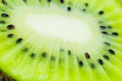 Dieses Bild ist ein Kiwifruit auf weißem Hintergrund Stockbild