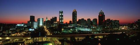 Dieses ist die Skyline nach den 1996 Olympics Es ist die Ansicht an der Dämmerung Stockbild