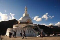 Dieses ist ein dokumentarisches Bild von Shanti Stupa, Leh Ladakh Indien am 24. Juli 2013 stockfotografie