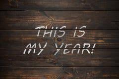 Dieses ist mein Jahr, Geschäftsmotivslogan Kreide auf dem hölzernen Brett Stockfotografie