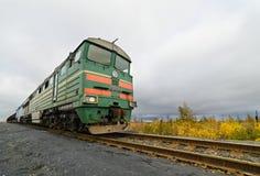 Dieslowska lokomotywa jest pociągiem towarowym Zdjęcia Royalty Free