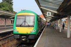 Dieslowski wieloskładnikowy jednostka pociąg przy Shrewsbury stacją Obrazy Stock