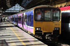 Dieslowski wieloskładnikowy jednostka pociąg w Preston staci Obraz Royalty Free