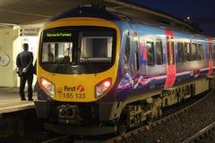 Dieslowski wieloskładnikowy jednostka pociąg w Carnforth w wieczór Fotografia Stock
