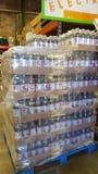 Diet Pepsi magasin d'intérieur de 2 bouteilles de litre Image stock
