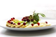 Dieta da hortelã da framboesa do arando da banana do quivi da placa do watefruit Imagem de Stock Royalty Free