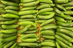 Dieta dell'ortaggio da frutto della disintossicazione di estate della primavera Chiuda su del mucchio del raccolto Supporto del s Fotografia Stock