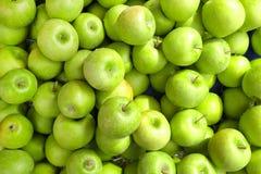Dieta do vegetal de fruto da desintoxicação do verão da mola Feche acima da pilha da colheita Suporte do supermercado do assor li fotografia de stock
