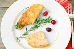 Dieta ed alimento sano: Pollo farcito con Fotografia Stock