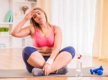 Dieta gorda da mulher Fotos de Stock Royalty Free