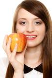 Dieta Maçã de oferecimento da menina fruto sazonal Fotografia de Stock Royalty Free