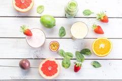 Dieta organica della bevanda di verde di selezione del succo delle bevande della frutta fresca bio- Fotografia Stock