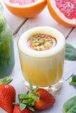 Dieta organica della bevanda di verde di selezione del succo delle bevande della frutta fresca bio- Fotografie Stock Libere da Diritti