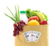 Dieta sana. Alimento fresco en una bolsa de papel Foto de archivo libre de regalías