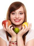Dieta sana y nutrición Muchacha que sostiene las frutas Fotografía de archivo libre de regalías