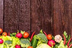 Dieta saudável de verdes comestíveis e de vegetais Imagens de Stock