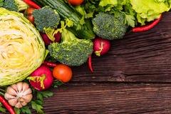 Dieta saudável de verdes comestíveis e de vegetais Imagens de Stock Royalty Free