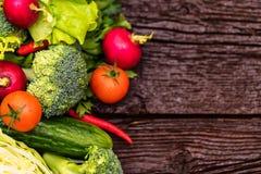 Dieta saudável de verdes comestíveis e de vegetais Foto de Stock Royalty Free