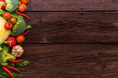 Dieta saudável de verdes comestíveis e de vegetais Fotos de Stock