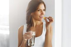 Dieta saudável nutrition Vitaminas Comer saudável, estilo de vida wo foto de stock royalty free