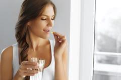Dieta saudável nutrition Vitaminas Comer saudável, estilo de vida wo Imagens de Stock Royalty Free