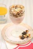 Dieta saudável do muesli do iogurte do pequeno almoço Fotos de Stock