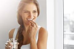 Dieta saudável nutrition Vitaminas Comer saudável, estilo de vida wo Imagens de Stock