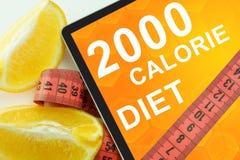 2000 dietas de la caloría en la tableta Imagen de archivo libre de regalías