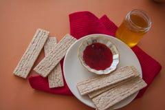 Dietetic crispbread with honey Royalty Free Stock Photos
