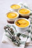 dietetic mat Fyra portioner av morotmördegstårta fotografering för bildbyråer
