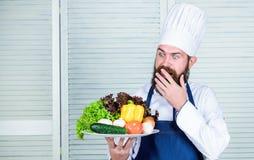 Dieting żywność organiczna Kuchnia kulinarna vite Zdrowy karmowy kucharstwo Dojrzały modniś z brodą Sprzedaże pomocnicze zdjęcia royalty free