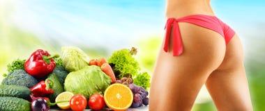 dieting Dieta equilibrada basada en verduras orgánicas crudas fotografía de archivo libre de regalías