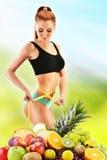 dieting Uitgebalanceerd dieet bij de natuurvoeding wordt gebaseerd die Royalty-vrije Stock Foto's