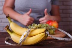 Dieting, zdrowy niskokaloryczny jedzenie, ciężaru przegrywanie, ciężar kontrola Fotografia Stock