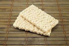 Dietiskt bröd på en tappningbakgrund Arkivbilder