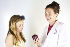 Dietist Helps Healthy Eating Royaltyfri Fotografi