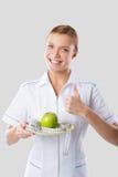 Dietista che si tiene per mano mela verde Immagine Stock Libera da Diritti