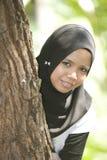 Dietro l'albero Fotografia Stock Libera da Diritti
